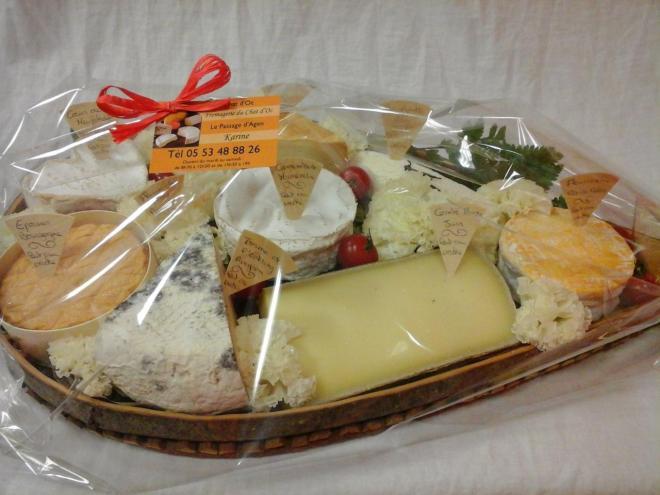 fromages sur une claie à pruneaux